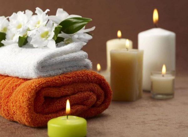 Свечи и полотенца