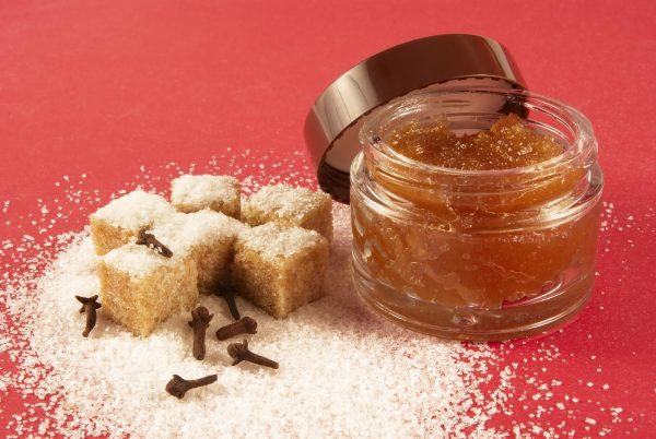 Тростниковый сахар, скраб в банке и специи
