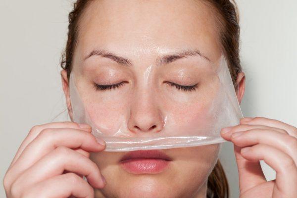 Желатиновая маска на лице