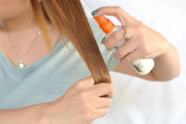 Нанесение на волосы термозащиты