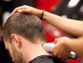стрижка мужчины машинкой для стрижки волос