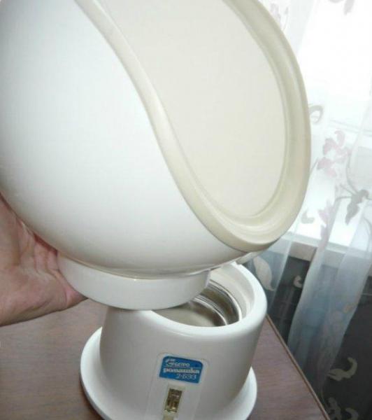 Процесс надевания чаши на корпус ингалятора Ромашка-2