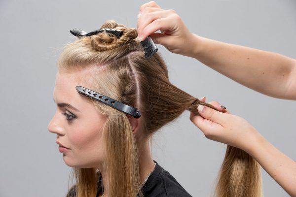Разделение волос на части для завивки