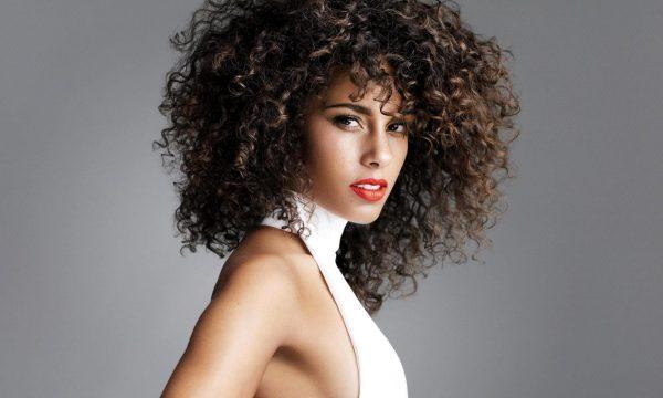 Завивка волос средней длины