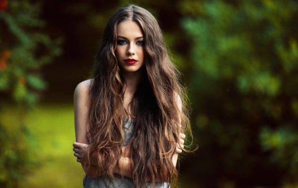 Наращённые распущенные волосы