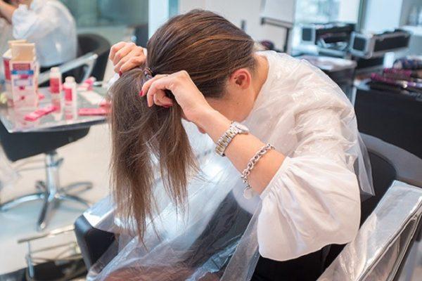Собирание волос в хвост