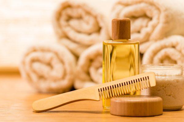 Расчёска и масло для аромарасчёсывания