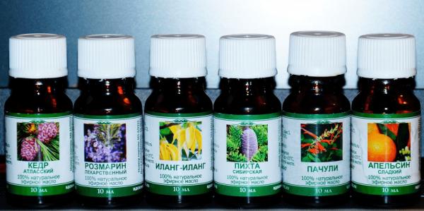 Эфирные масла, наиболее полезные для восстановления и роста волос