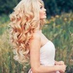 Невеста с распущенными завитыми волосами