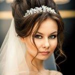 Высокая свадебная причёска с диадемой