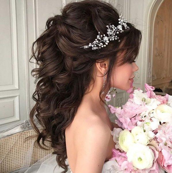 Невеста с розовыми цветами