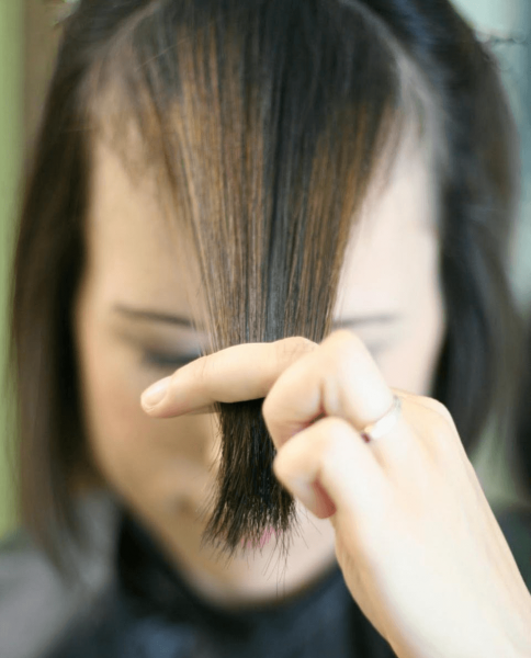 Как подстричь челку, шаг 1