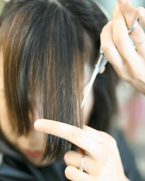 Как подстричь челку, шаг 2