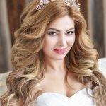 Невеста с диадемой на голове
