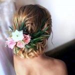 Живые цветы в причёске