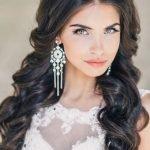 Невеста с тёмными волосами и выразительным макияжем