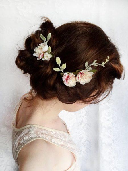 Цветы в свадебной причёске