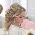 Свадебная причёска с локонами от лица