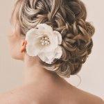 Причёска с цветком