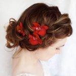 Свадебная причёска с цветами на рыжих волосах