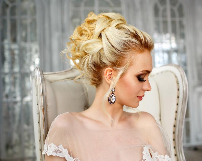 Модные свадебные причёски на средние волосы