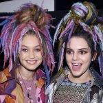 Девушки с цветными дредами