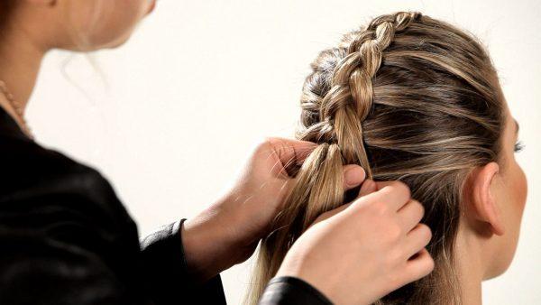 Плетение обратной косы