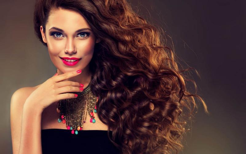 Как дома накрутить волосы средней длины: обзор эффектных причёсок