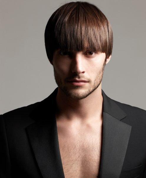 Мужчина с причёской шапочка