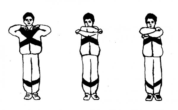 Выполнение упражнения «Обними плечи»