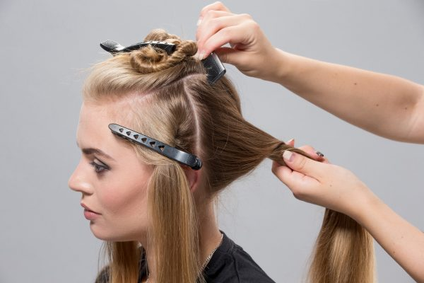 Разделение волос на пряди