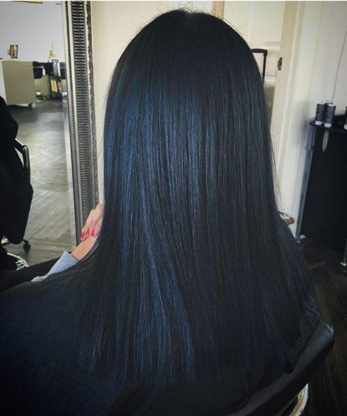 Волосы, окрашенные в чёрный цвет