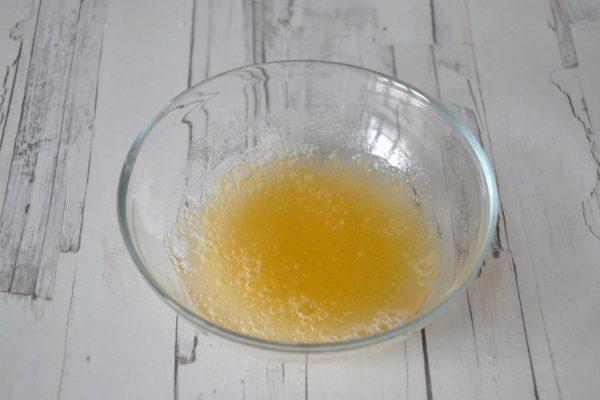 Смесь желатина, воды и лимонного сока