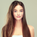 Девушка со спутанными и гладкими волосами