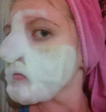 Баббл-маска на лице