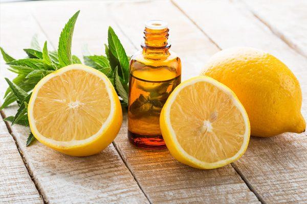 Свежий лимон и лимонное масло
