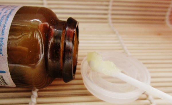 Баночка с салициловой мазью