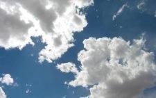Пляж и облачная погода