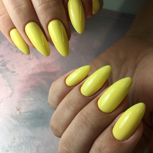 Лимонно-жёлтый лак на ногтях