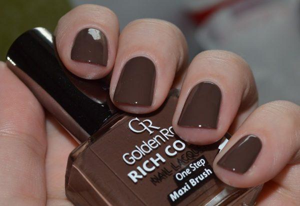 Лак кофейного цвета на ногтях