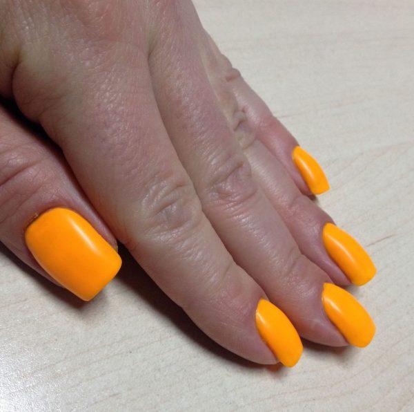 Лак цвета облепихи на ногтях