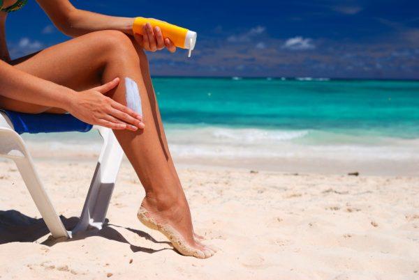 Солнцезащитный крем на коже