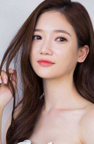 Девушка-азиатка