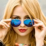 девушка в очках авиаторах