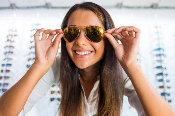 Выбираем солнцезащитные очки в оптике
