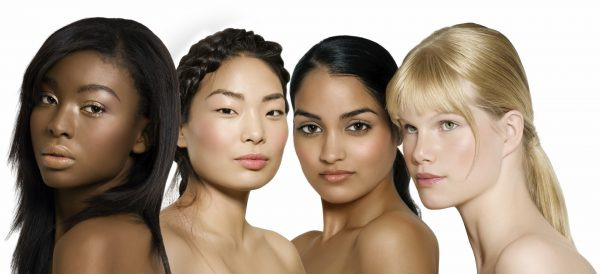 Девушки с кожей разного цвета