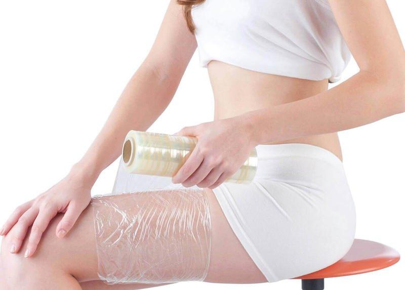 Обёртывание пищевой плёнкой для похудения: что даёт и как делать