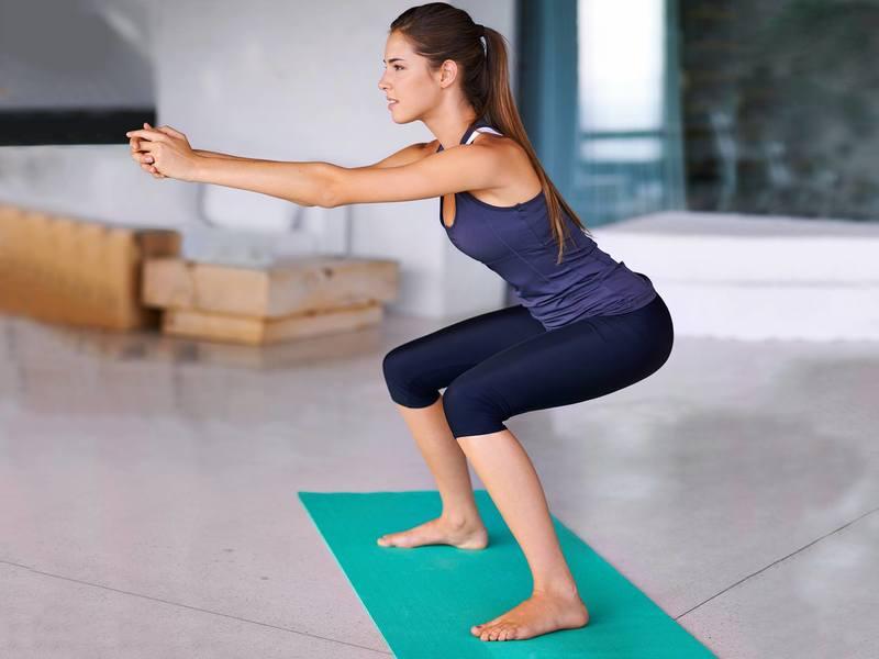 Как правильно приседать, чтобы накачать попу: лучшие домашние упражнения