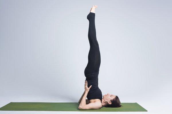Поза йоги Свеча