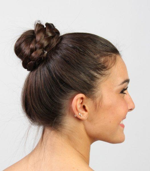 Волосы, уложенные в пучок